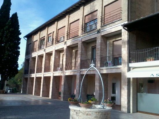 Amazing Assisi Garden: Balconcini Finestra