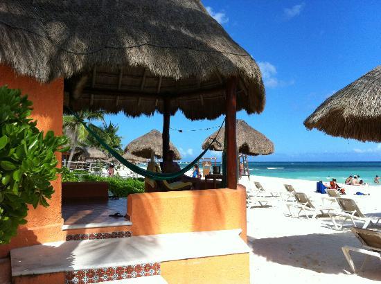 Mahekal Beach Resort: veranda huisje 1c