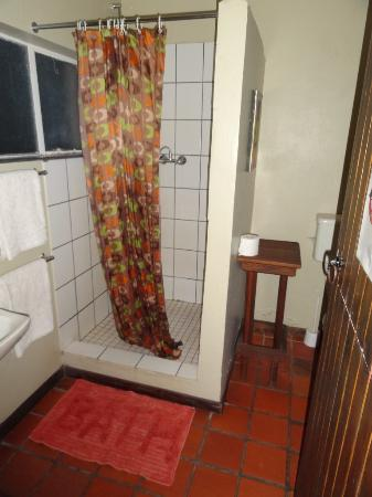 Swellendam Backpackers Adventure Lodge: Bathroom