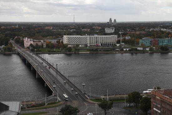 Radisson Blu Daugava Hotel, Riga: Hotel viewed from the Old town