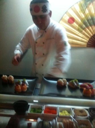 Kyodai Sushi Bar: edivaldo doing his magic