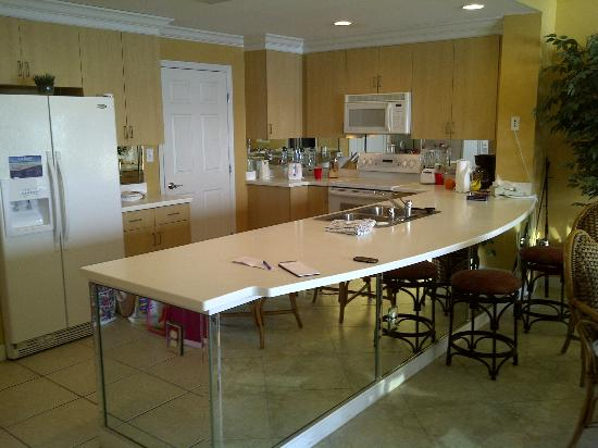 Sterling Resorts - Sterling Beach: Kitchen