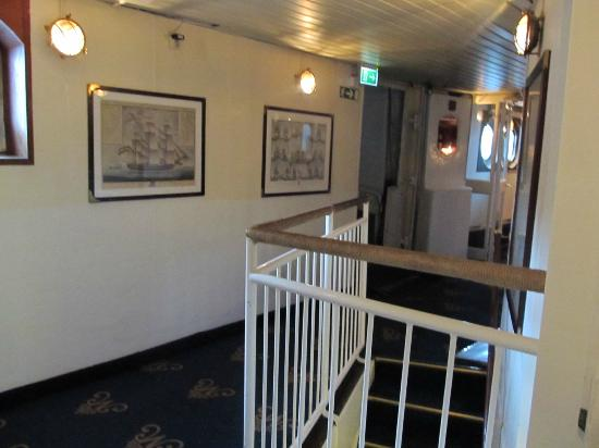 Malardrottningen Yacht Hotel and Restaurant: hallway