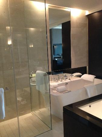 The St. Regis Bangkok: Bathroom