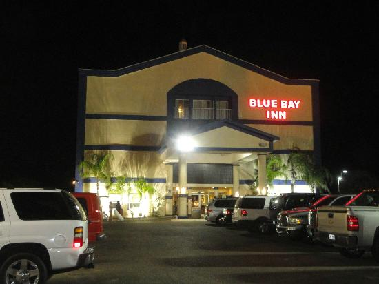 Blue Bay Inn & Suites: Outside of hotel