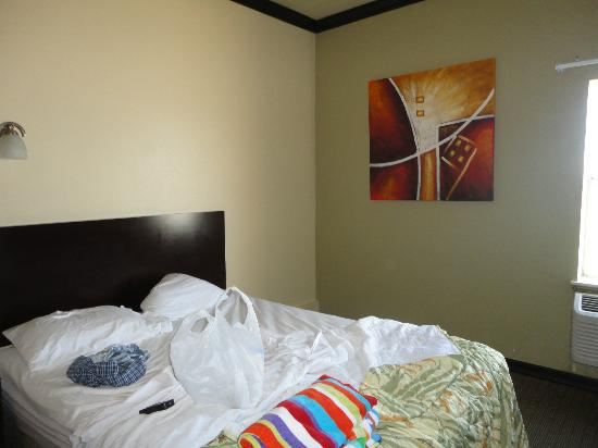 Blue Bay Inn & Suites: 2 bed suite
