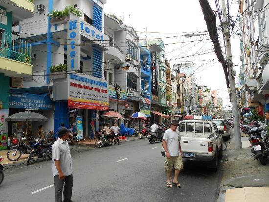 Beautiful Saigon Hotel: Hotel Street (very safe, day and night)
