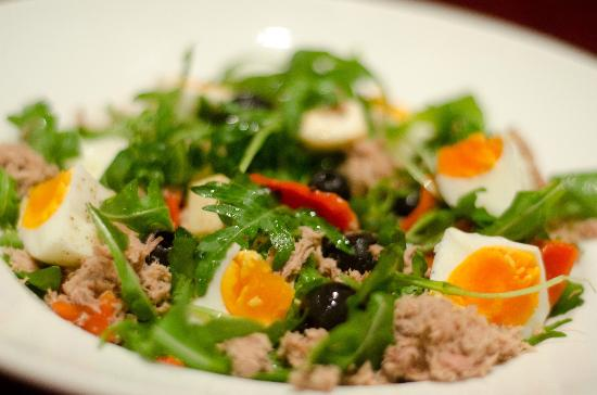 The Chill Out Cafe: Full of proteins Egg & Tuna Salad