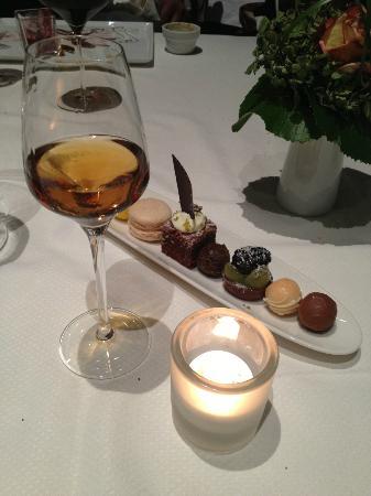 Hanse-Stube: L'arrivederci dello chef, assortimento di dolci e vino marsala