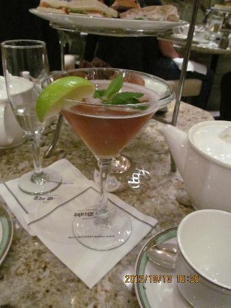 The Drake, A Hilton Hotel: A Tea tini