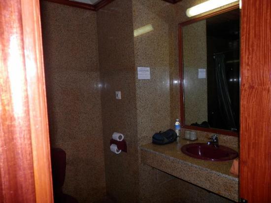 โรงแรมตาพรหม: Bathroom