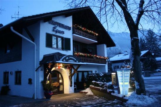 Gästehaus Egner: Außenansicht Winter seitlich