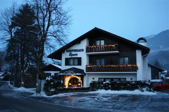 Gästehaus Egner: Außenansicht Winter Entfernung