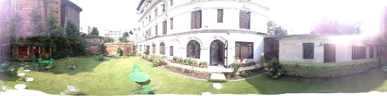 Hotel Shakti : The Garden at the rear, quiet and nice to relax in