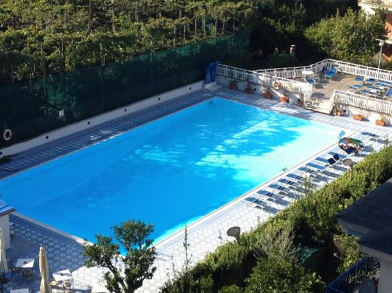 Grand Hotel Flora: View of the Pool