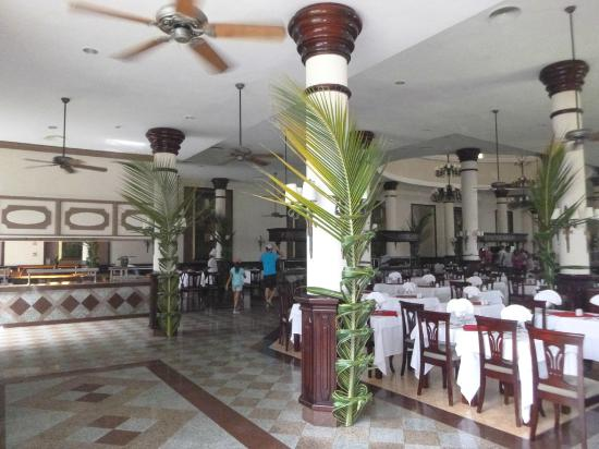 Hotel Riu Bambu: Dining