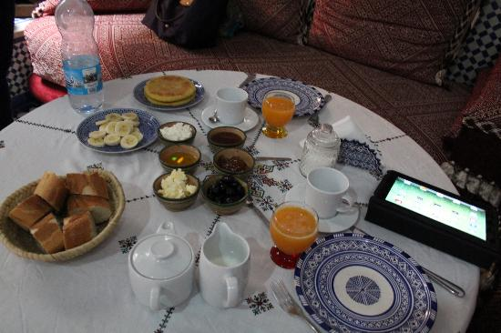 Riad Fez Yamanda : The breakfast spread