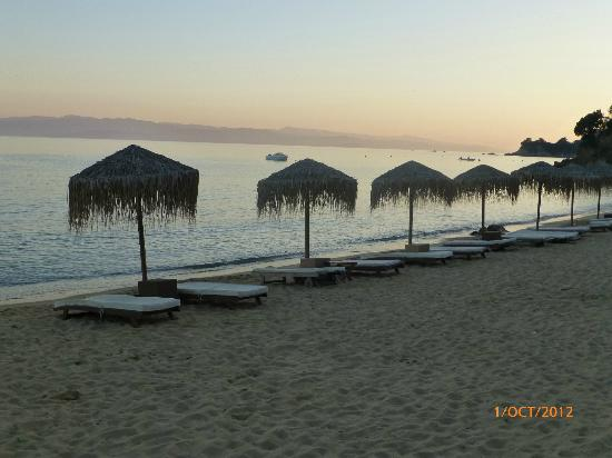 Skiathos Princess Hotel: Agia Pereskevi beach at sunset