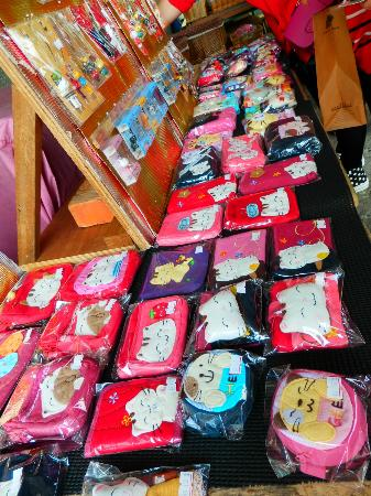 Ping Hsi Branch Railway Line: Houtong, you can buy cat souvenirs