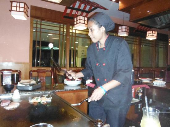 Momoyama: Great food and entertainment!
