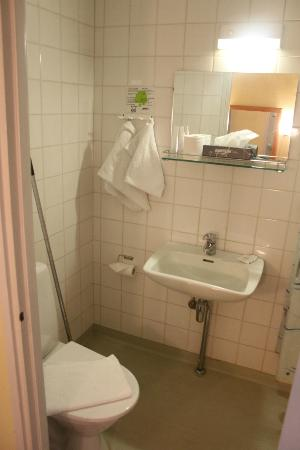 Arthur Hotel: bathroom