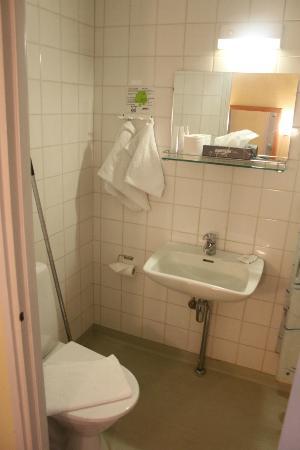 هوتل آرثر: bathroom