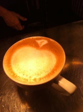The Cricket Inn: latte