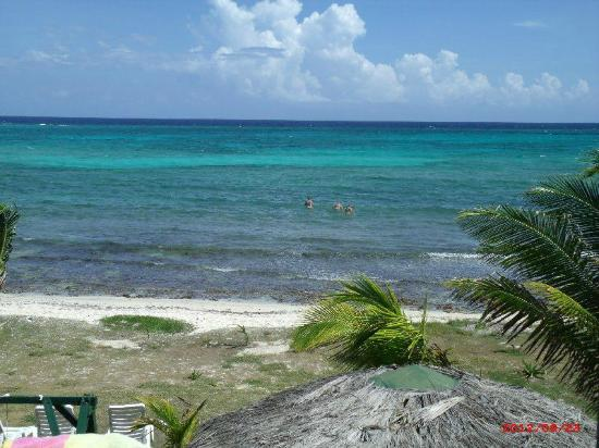 Silver Sands Vacation Villas: The sea in front of the house - perfect for snorkeling!  Breath taking..... the EXACT colors!!