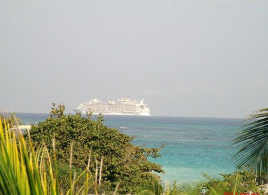 Silver Sands Vacation Villas: Cruise Ship on its way to Falmouth - Allure of the Sea - from living room window at Endless Summ