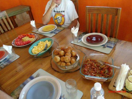Silver Sands Vacation Villas: Ms Una's Breakfast: Fresh fruit, eggs, Johnnie cakes, bacon salsa & bacon.