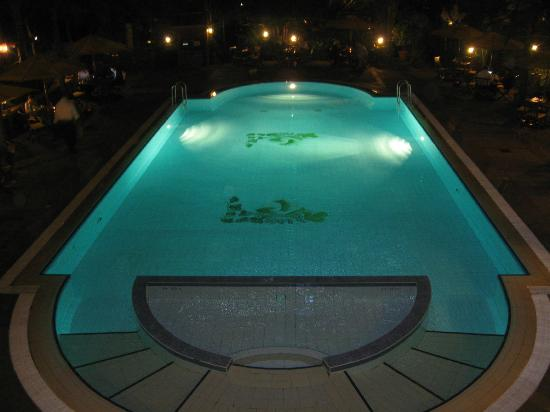 Fairview Hotel : Pool at night
