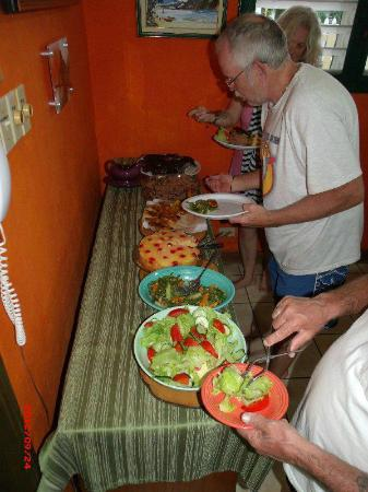 Silver Sands Vacation Villas: Evening Meals were served Buffet Style.