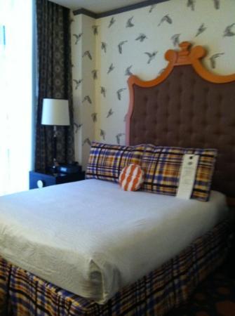 Kimpton Hotel Monaco Portland: queen size bed