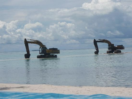 Club Med Kani: view of backhoes from the pool