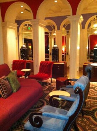 Kimpton Hotel Monaco Portland: bring a book, sip & enjoy