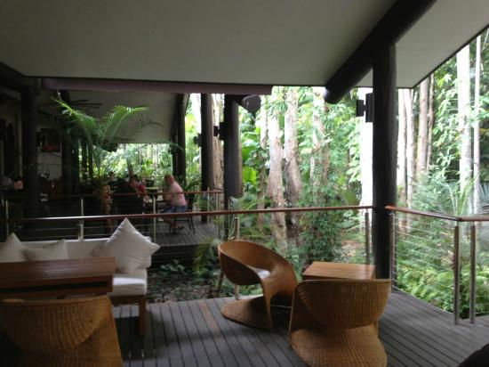 Kewarra Beach Resort & Spa: The main bar restaurant area
