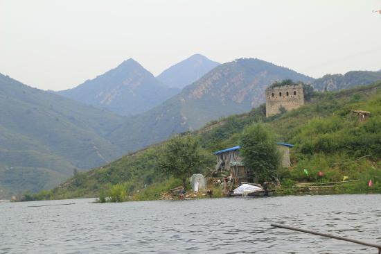 Qianxi County, Kina: Xi Feng Great Wall aus dem Bot gesehen