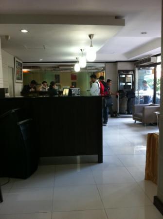 Golden Valley Hotel: reception staff - Excellent
