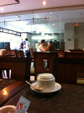 Golden Valley Hotel: Breakfast next to reception - very good