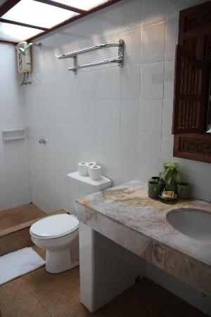 Sunset Beach Resort : Bathroom