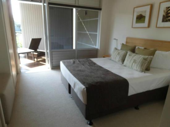 Peppers Noosa Resort and Villas: One downstairs bedroom