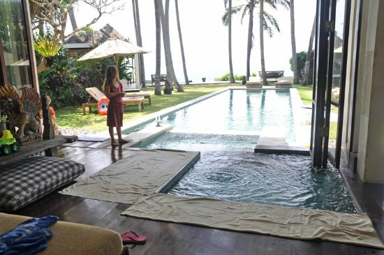 Majapahit Beach Villas: Pool at villa Samudra