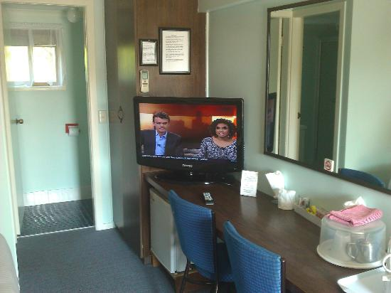 Poinciana Motel: good size tv and dvd
