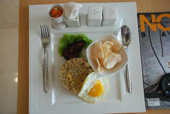 Best Western Kuta Beach: nasi goreng room service