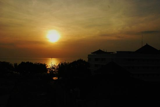 Best Western Kuta Beach: sunet from the roof top