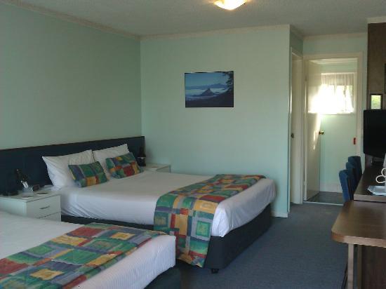 Poinciana Motel : twin queen bed room