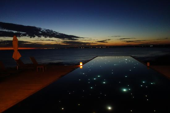 Playa VIK Jose Ignacio: The pool at dusk