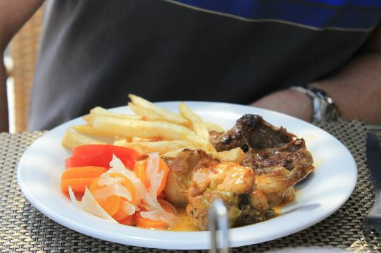 The Orangers Beach Resort & Bungalows: food