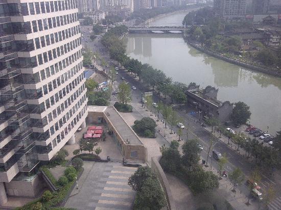 Shangri-La Hotel Chengdu: looking outside