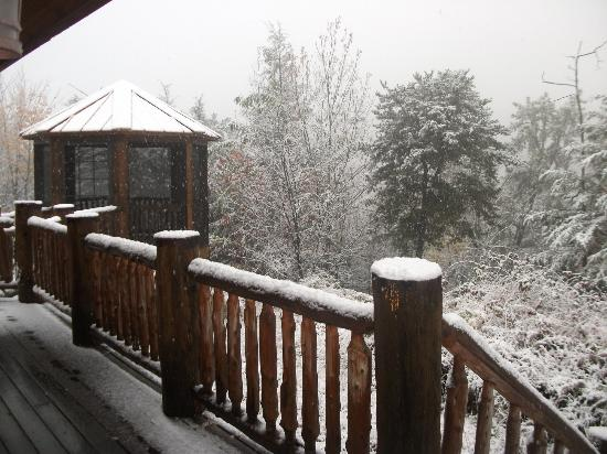 Cobbly Nob Rentals: Woke up to snow Oct 30, 2012